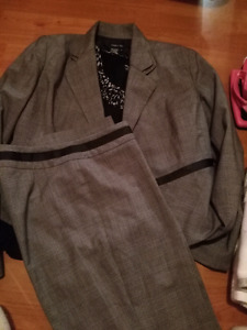 Ladies pant suit size 8