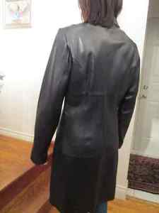 WILSONS LEATHER Black Leather Coat in good condition. Kingston Kingston Area image 2