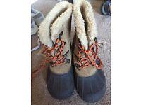 Boys snow boots size 10 infant (Next)