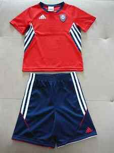 "T-shirt et short sportive ""ADIDAS"" (taille 4)"