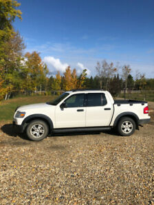 2009 Ford Sport Trac XLT V8 4 x 4 - only 83,000 kms!