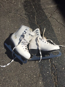 Sale & Pelletier Size 12 Girls Figure Skates - Like New