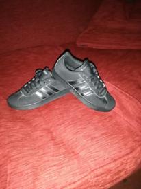 Adidas boys trainers size uk3