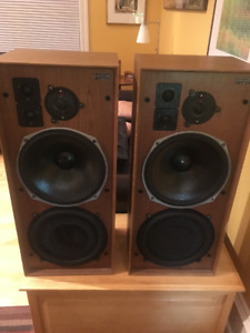 Speakers: 2- Celestion Ditton 25. Classic audiophile.