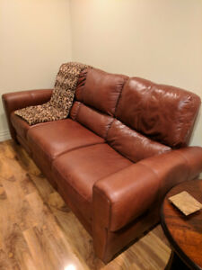 BEAUTIFUL LEATHER SOFA RECLINER & CHAIR!