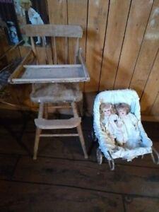 Poupées et chaise haute antique