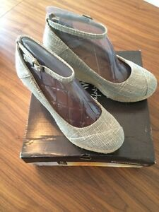 Women's wedge shoes size 8