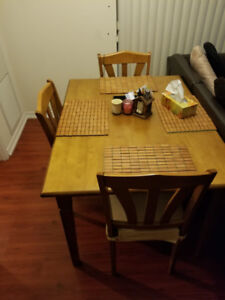 Good condition Dining table set with 4 chairs