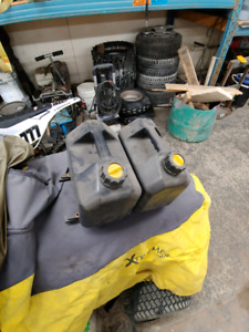 Mountain addiction track rack gas cans
