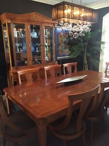 Exceptional Deal!! Kingsmill's Dining Room set