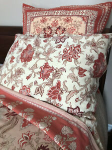 Pottery barn Queen size Bedding