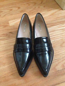 Pointed black oxford flats