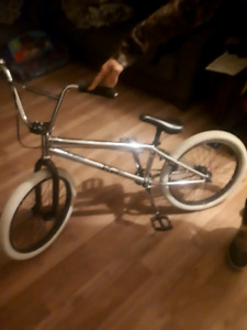 Selling GREAT SHAPE 2017 BMX WITH Alot OF AFTER MARKET PARTS.
