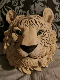 White tiger head wall bust