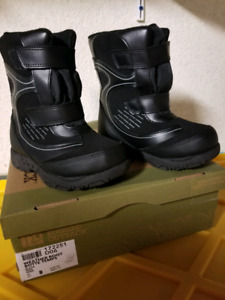 New Winter snow waterproof boots toddler size 8