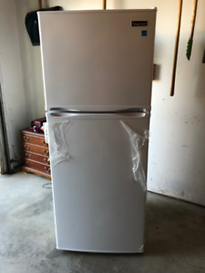 Fridge - Magic Chef - 9.9 cu. ft.