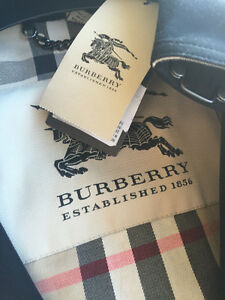 AUTHENTIC LADIES BURBERRY TRENCH COAT FOR SALE