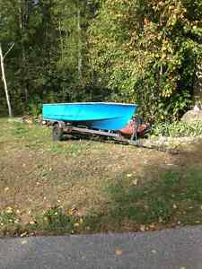 12' Fiberglass boat great size for hunting(Taking offers)