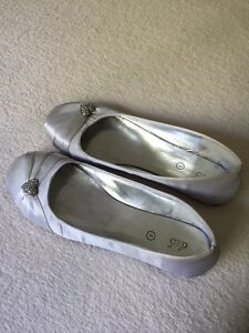 Size 8 silver flats
