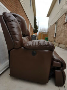Fully electronic recliner (leather seating)