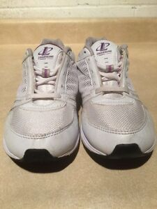Women's Reebok Athletic Running Shoes Size 7 London Ontario image 6