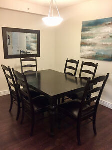 Dining room table and chairs - with extra table leaf