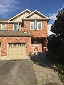 Townhouse 4 Bedrooms End Unit for Rent in Stouffville