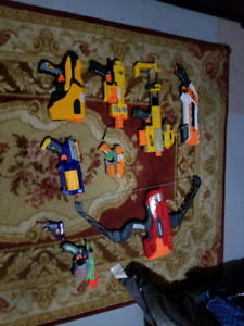 Nerf guns w/darts mags attachments