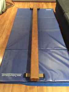 8ft Balance Beam and Cushioned Mat West Island Greater Montréal image 1