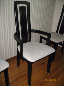 Modern Kitchen Table and Hutch, Chairs Set for Sale $650.00 Belleville Belleville Area image 5