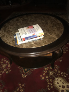 2 side and 1 coffee round tables like new