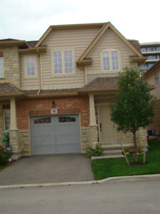 FOR RENT - 3 BEDROOM 2.5 BATHROOM End Unit Townhome Grimsby