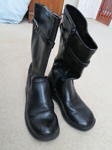 Girls fashion boots size 3W Kitchener / Waterloo Kitchener Area image 2