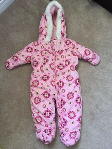 Snow suit sz 3-6mos