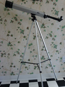 Telescope by Bushnell, USA with tripod and instructions Cornwall Ontario image 1