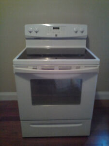 LIKE NEW STOVE!!! KENMORE GLASS TOP / DSELF CLEANING