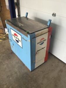 Vintage Pepsi cooler (ready to cool drinks)