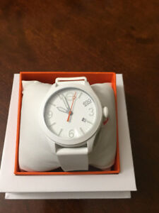 BRAND NEW LADIES MOVADO WATCH (CHEAP!!)