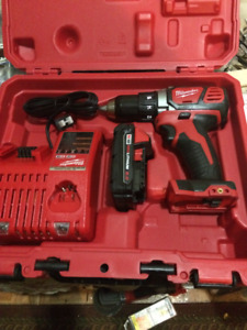 brand new never used Milwaukee hammer driver/drill set 18M