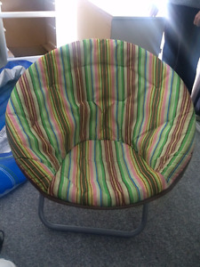 ROUND CUSHIONED CHAIR