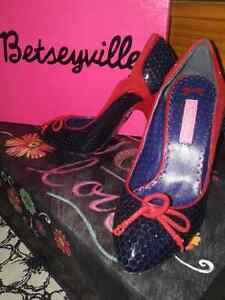 "Offer 2: Betsey Johnson Shoes 5 1/2"" Cambridge Kitchener Area image 8"
