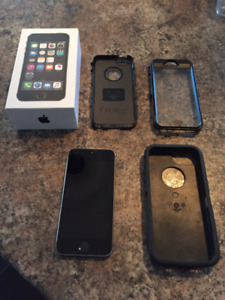 3 Month Old Apple IPhone 5S — Unlocked Bell Phone