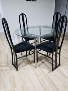 Modern & Confortable 4 piece Table Set