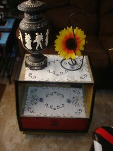 Bedside Table w/ Drawer