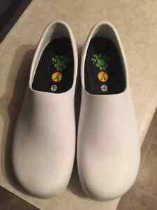 """""""DAWG"""" white shoes SIZE 9 & 10"""
