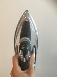Shark Lightweight X-treme Steam Iron