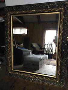 Miroir encadré doré 500$