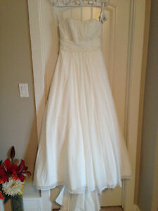 Wedding Dress, Never worn, tags still attached
