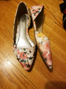 Floral Pointed Toe Dress Flats (size 8.5)