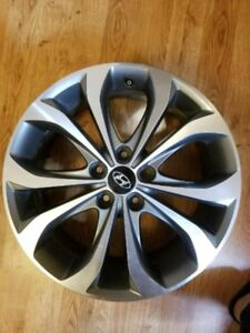 WANTED 17 INCH HYUNDAI ALLOYS